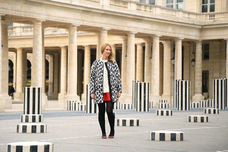 manteau court imprimé léopard noir et blanc