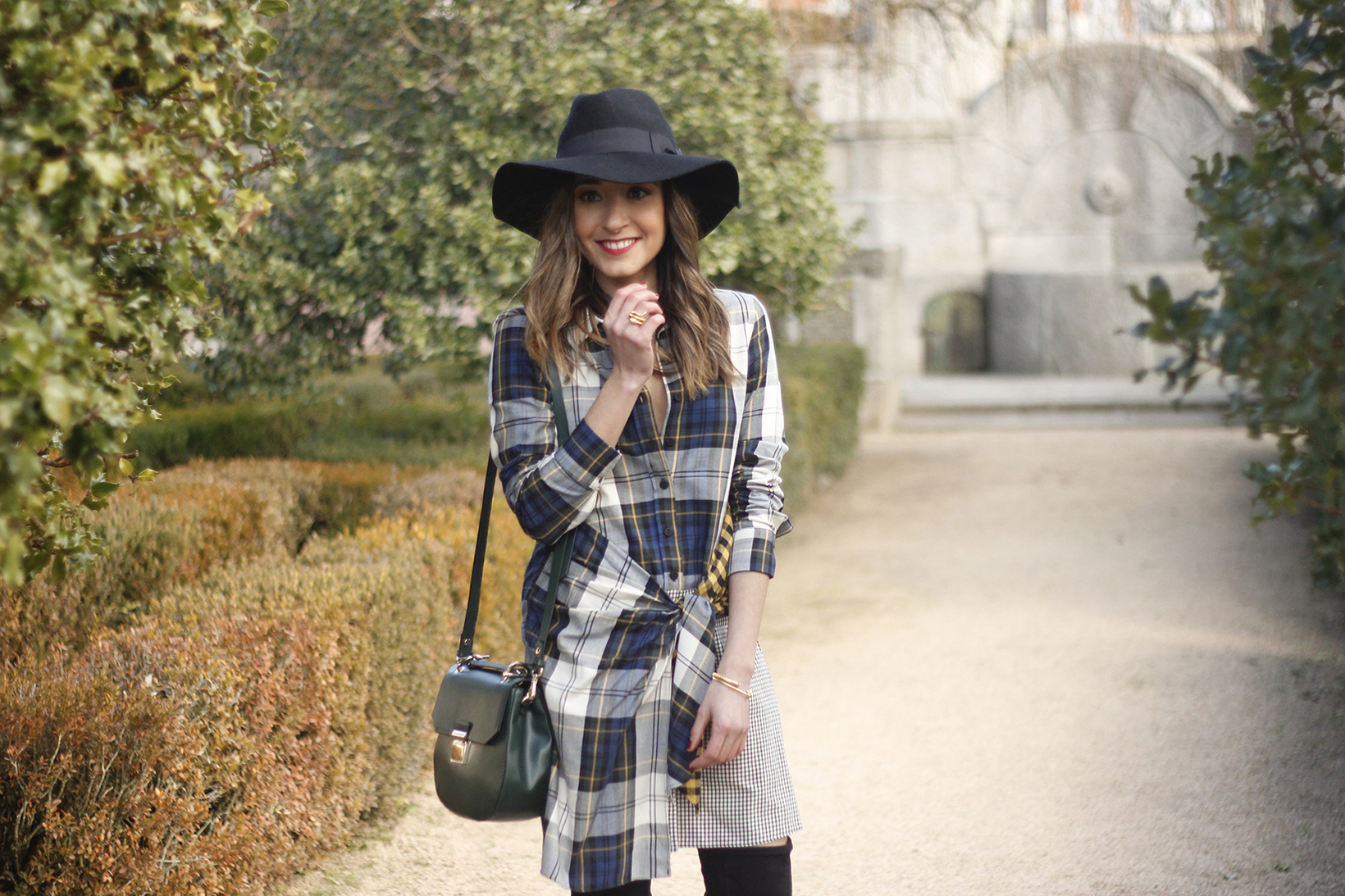 Tartan shirt dress zara over the knee boots mango hat green bag outfit fashion09