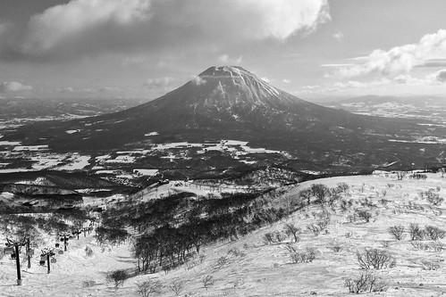 winter blackandwhite mountain snow japan clouds volcano hokkaido jp niseko iphone mtyotei yotei hirafu hokkaidō mountyotei abutagun