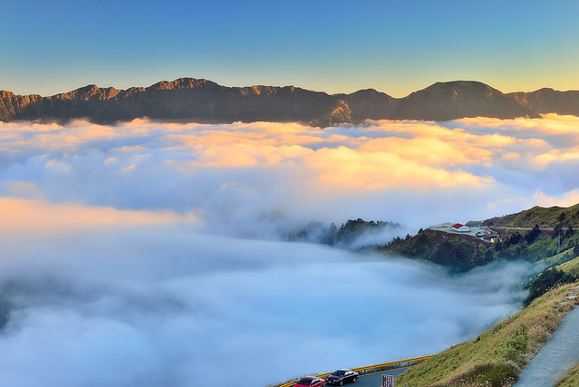 Sea of clouds at Mountain Hehuan 合歡雲海