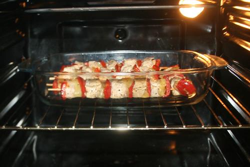 23 - Spieße weiter im Ofen garen / Continue cook shashlik in oven
