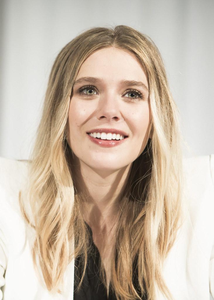 Элизабет Олсен — Пресс-конференция «Первый мститель» 2016 – 32