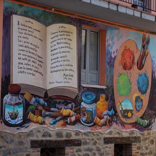 I murales che raccontano i giochi dei ragazzi di una volta!! #azzinano #igersitalia #igersabruzzo #tasteabruzzo #volgomarche #volgoteramo #murales