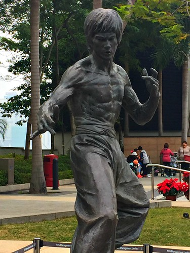 Bruce Lee in Bronze