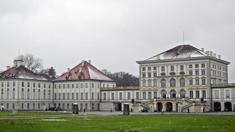 Goldengelchen-Winter in München-Schloss Nymphenburg im Schnee