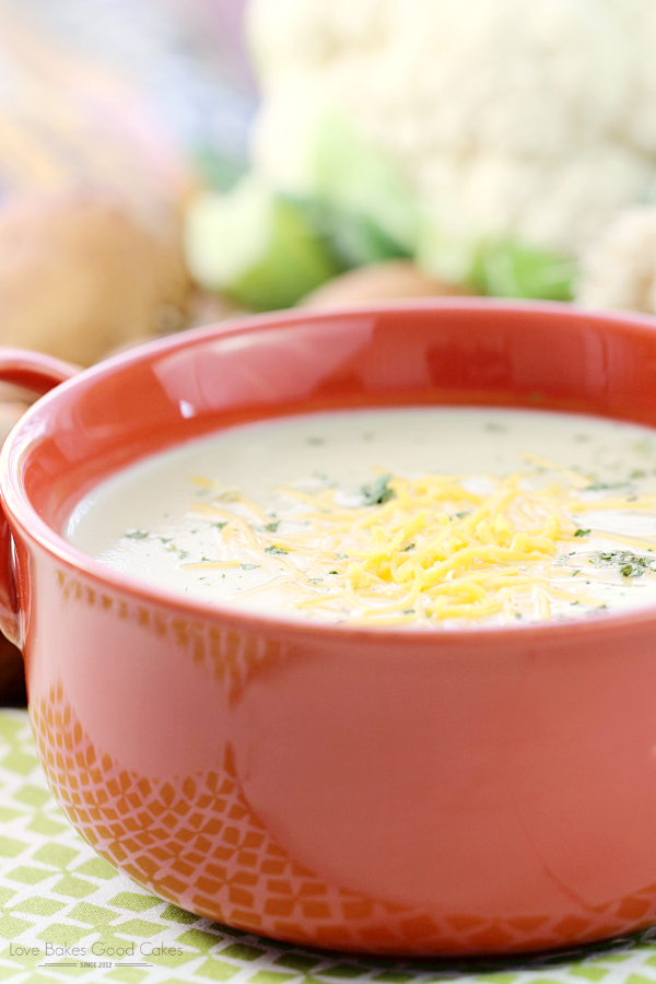 Switch up your dinner routine with this Creamy Cauliflower and Leek Soup! It's quick and easy to make and only requires a few ingredients! AD