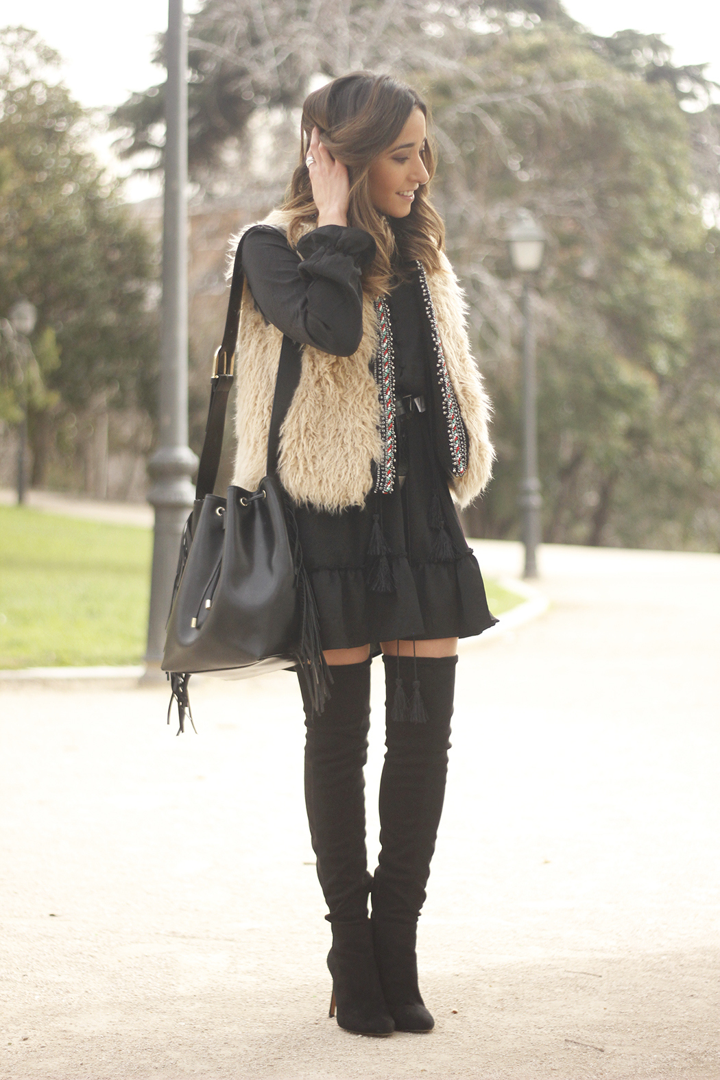 black boho dress fur vest over the knee boots fashion outfit18