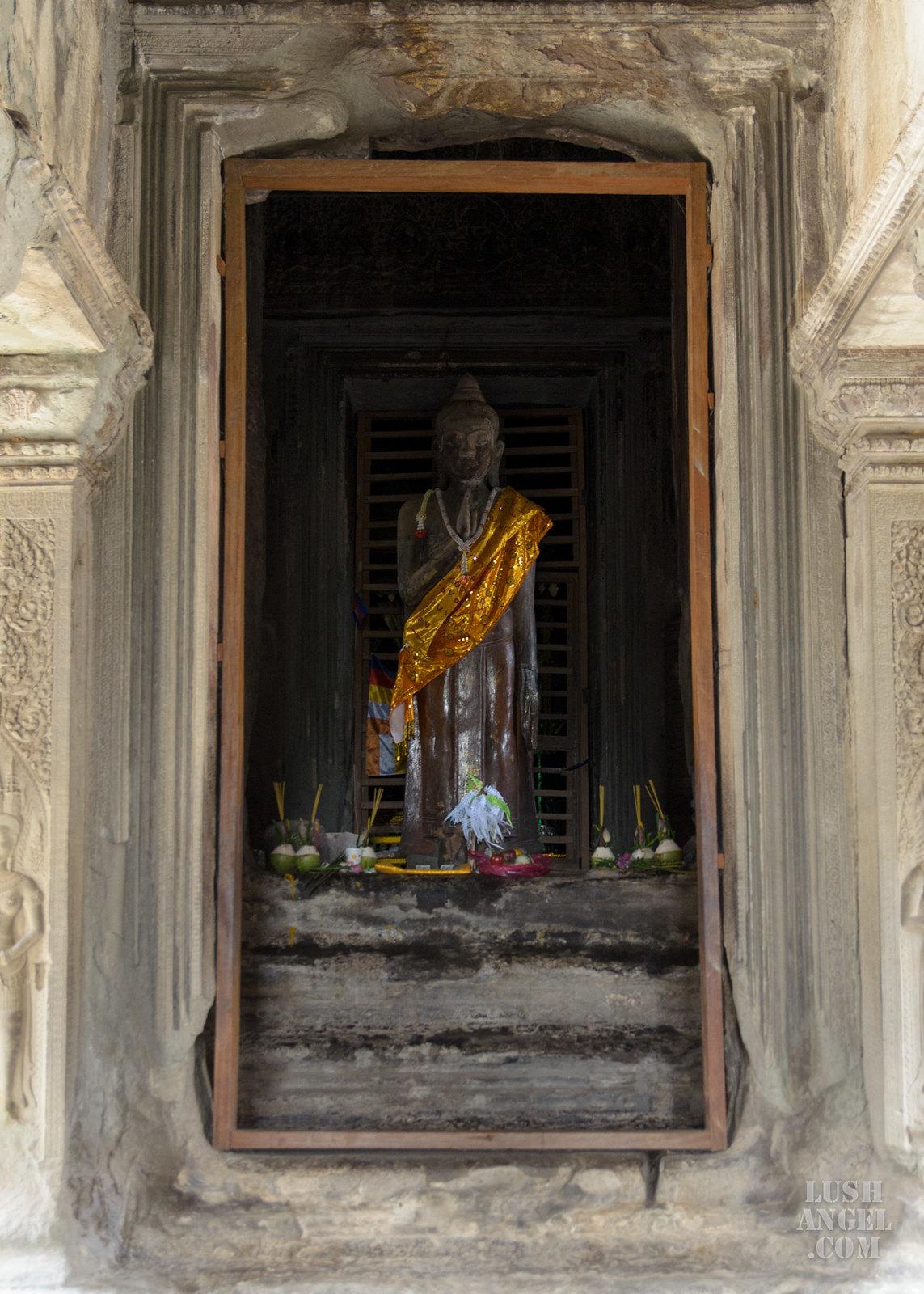 cambodia-angkor-wat-buddha