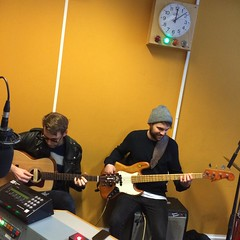 Snowpoet performing live in session on The deXter Bentley Hello GoodBye Show on Resonance FM in Central London on Saturday 30th January 2016