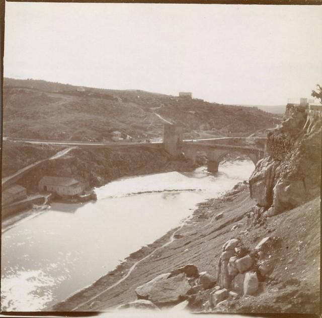 Río Tajo y Puente de San Martín desde Roca Tarpeya en 1906. Anónimo francés.