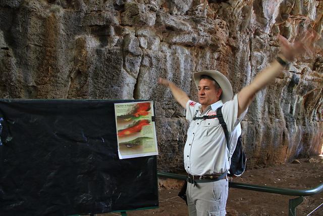 澳洲昆士蘭Undara 火山NP-熔岩洞導覽解說-20141116-賴鵬智攝
