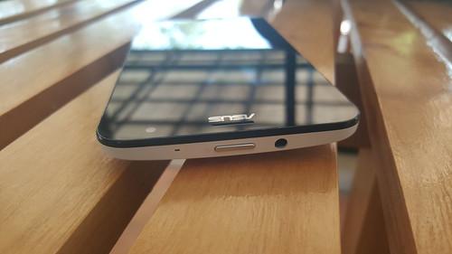 ASUS ZenFone 2 Laser ด้านบน