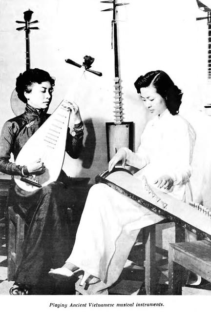 Playing Ancient Vietnamese musical instruments - Chơi các đàn cổ Việt Nam