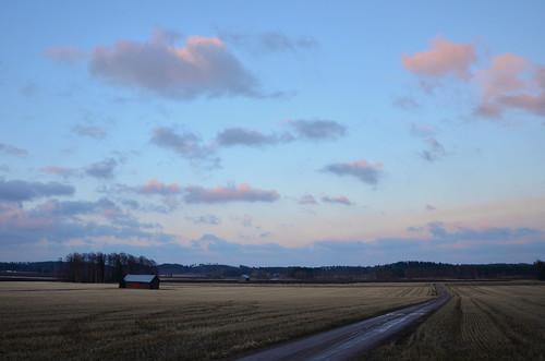 road sunset nature field clouds barn suomi finland landscape evening countryside spring tie maisema ilta luonto pilvet auringonlasku kevät lato maaseutu pelto hiekkatie