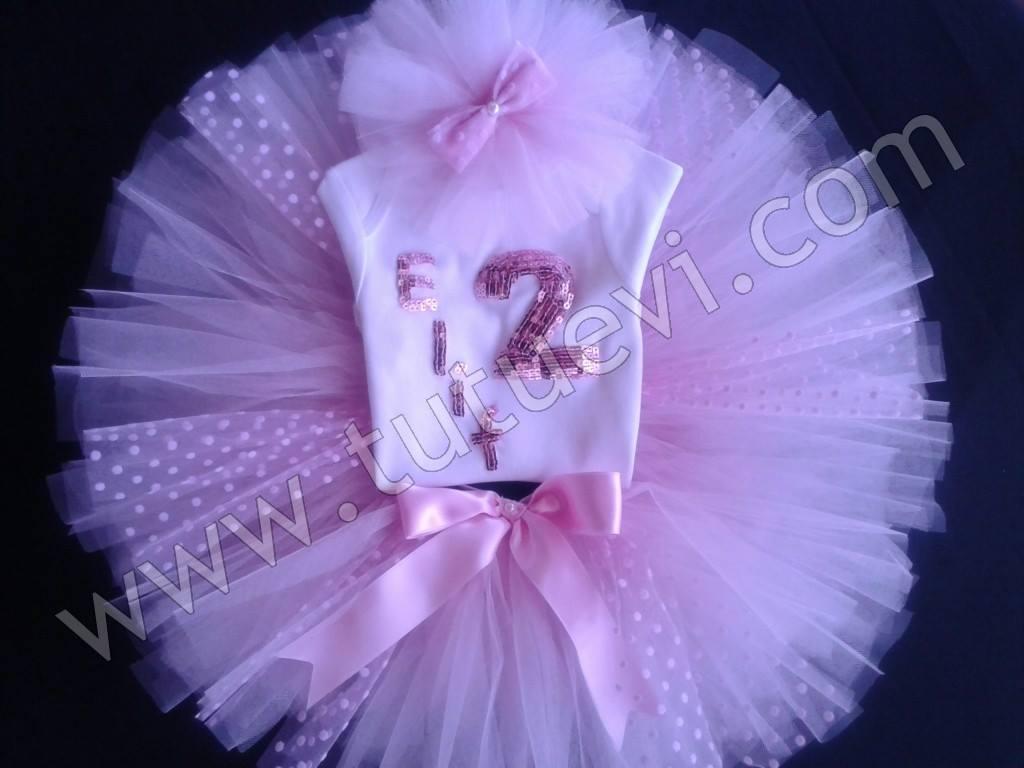Nuray Hanımın Prenses kızı için hazırlattığı body, tütü etek ve saç bandından oluşan tütü takımı hazır, mutlu günlerde giymesini diliyoruz.