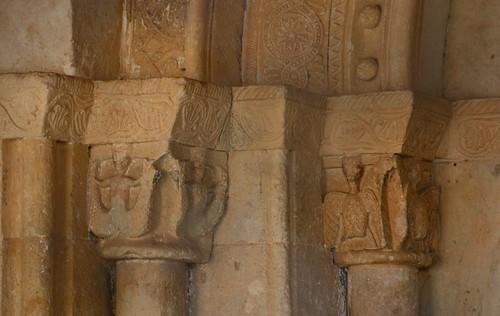 Almenara de Tormes (Salamanca). Santa María la Mayor. Portada. Capiteles