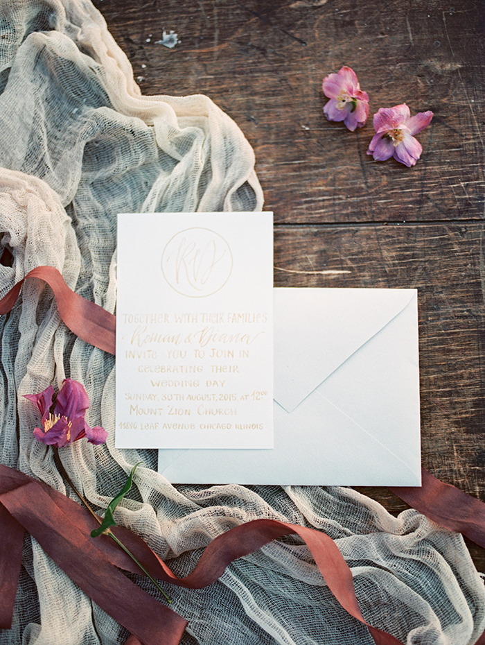 Wedding invitation ideas for autumn wedding | Photo by Igor Kovchegin | Fab Mood