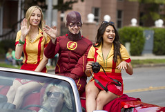 Flash and the 2 Broke Girls