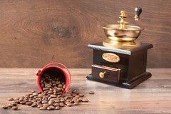 Retro coffiee grinder, mill and coffee beans on br…