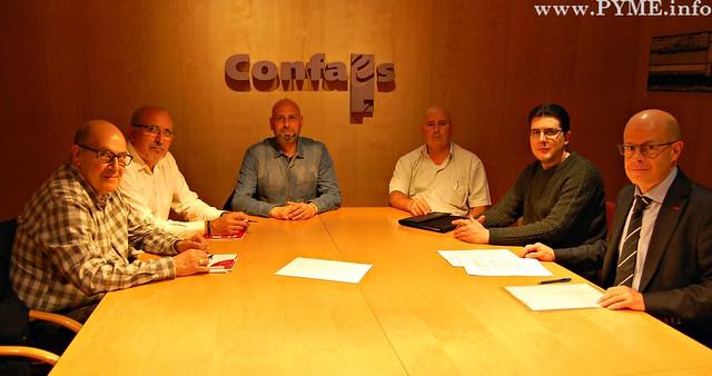 Firma del Convenio Colectivo de Comercio de Ganadería de Salamanca 2016-2018 firmado por CONFAES - AESCARNE y los sindicatos de Salamanca.