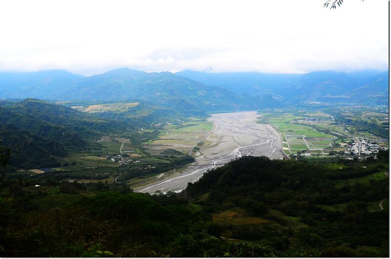 都南山西南峰產道俯瞰鹿野地區