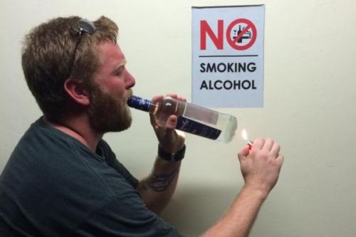 Imagen graciosa de señal no smoking