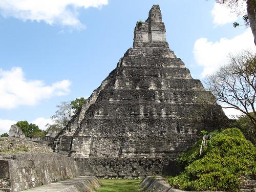 Tikal: le Temple du Grand Jaguar et le Jeu de Pelote (devant)
