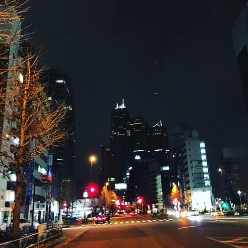新宿の夜。生き抜く話を。