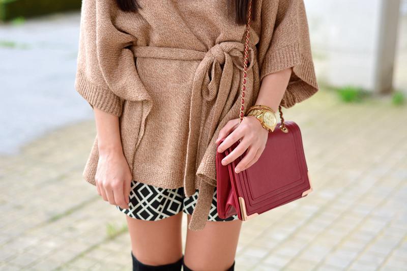 zara_hym_poncho_shorts_high_boots_camel_burdeos_07