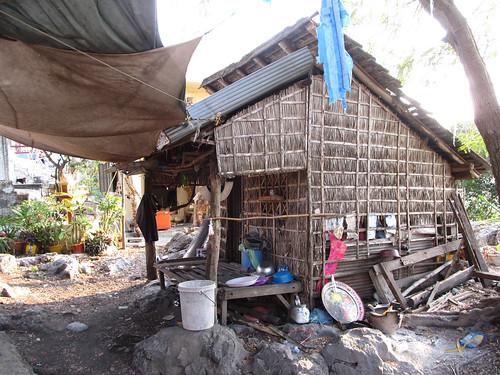 La campagne de Battambang: maison en haut de la colline Phnom Sampeu