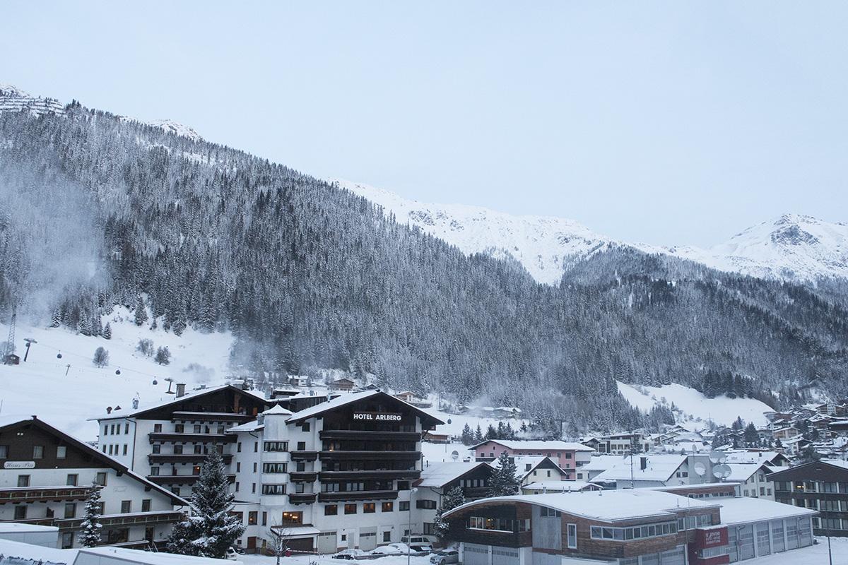 balcony-view-hotel-valluga-st-anton-austria