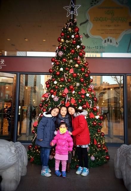 서울역서박물관 앞에서 딸래미친구들과