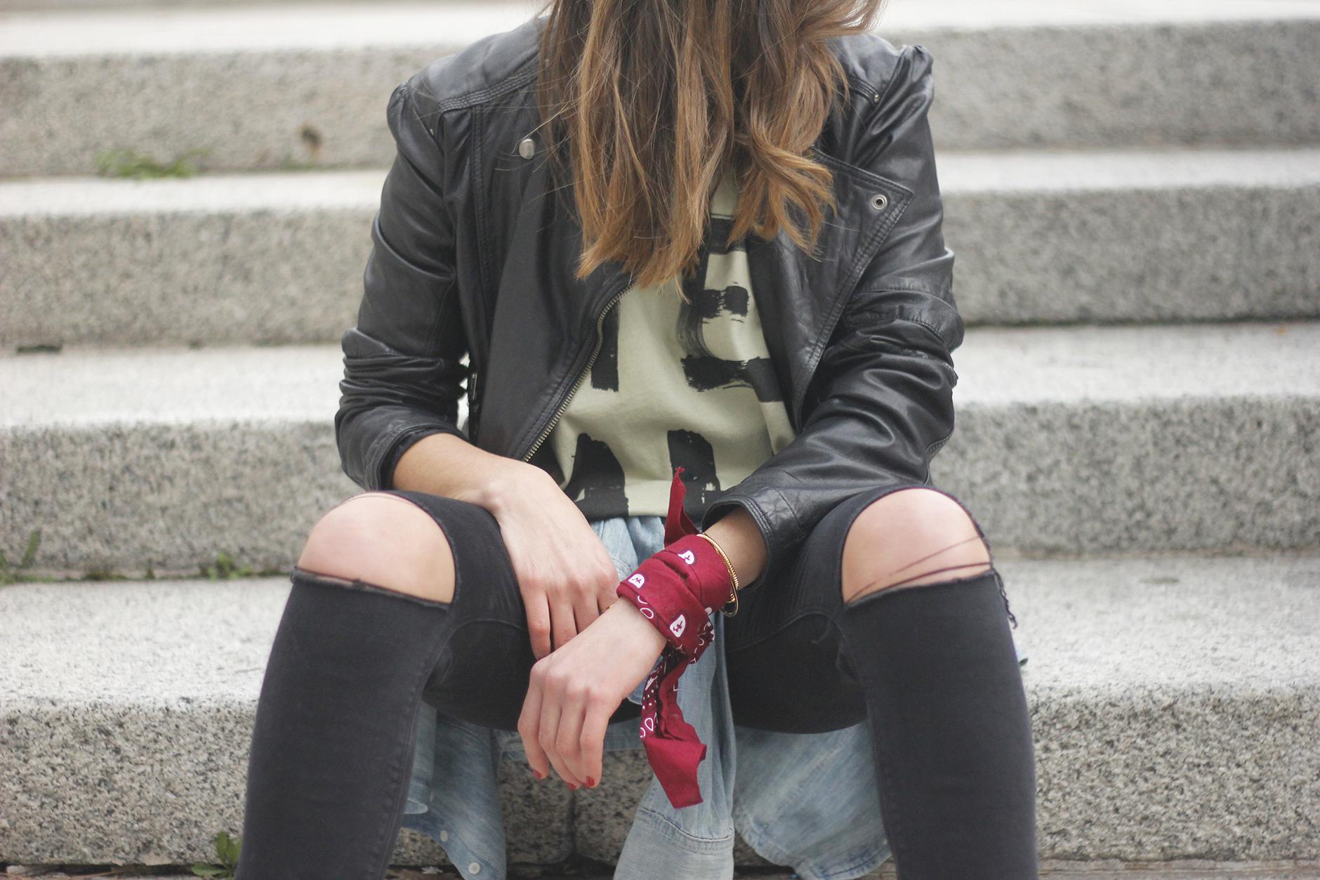 biker jacket black ripped jeans deartee tshirt heels outfit22