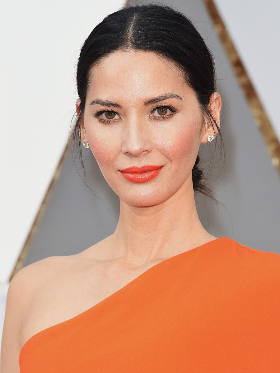 Oscars 2016 Olivia Munn Hair and Makeup