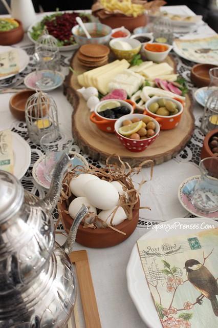 Aylin kuşlu kahvaltı sofrası 013