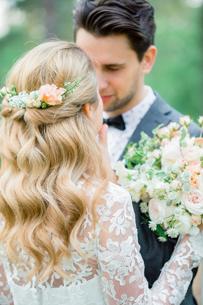 Simple bridal hairstyle for a Romantic Woodland Wedding Inspiration { Soft Peach Tones } | Photo by Igor Kovchegin Photography | Read more on Fab Mood - UK wedding blog