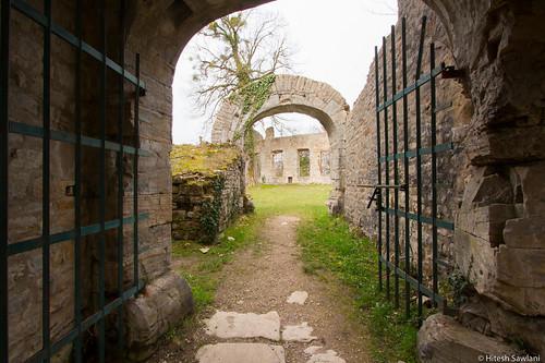 Enter the Chateu du Morimont
