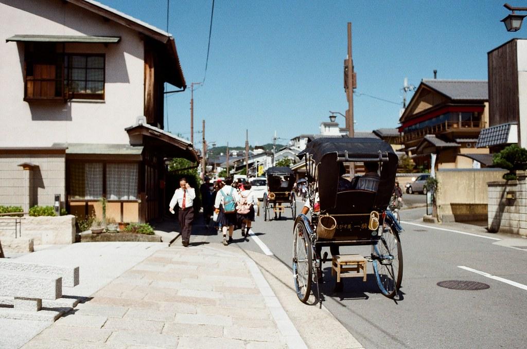 野宮神社 嵐山 Kyoto Japan / Kodak ColorPlus / Nikon FM2 2015/09/28 好像搭了快一個小時的公車到京都嵐山,公車有繞了一下路線,還好在啟程站上車,所以有座位坐。  看地圖上是寫要從野宮神社進入,在持續往後走就會到一大片的竹林,雖然走到野宮神社的路上就已經被竹林包圍了,但還是很期待很多人拍的竹林的場景會是如何!  Nikon FM2 Nikon AI AF Nikkor 35mm F/2D Kodak ColorPlus ISO200 0987-0026 Photo by Toomore