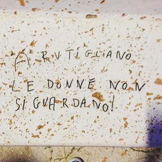 Scritta apparsa su una panchina del Parco Urbano qualche mese fa