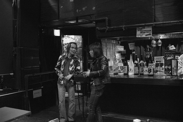 O.E. Gallagher after the show at Club Mission's, Tokyo, 30 Apr 2016 DSC00397-2