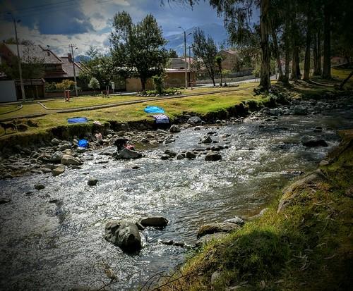 ecuador cuenca tomebamba washingclothes