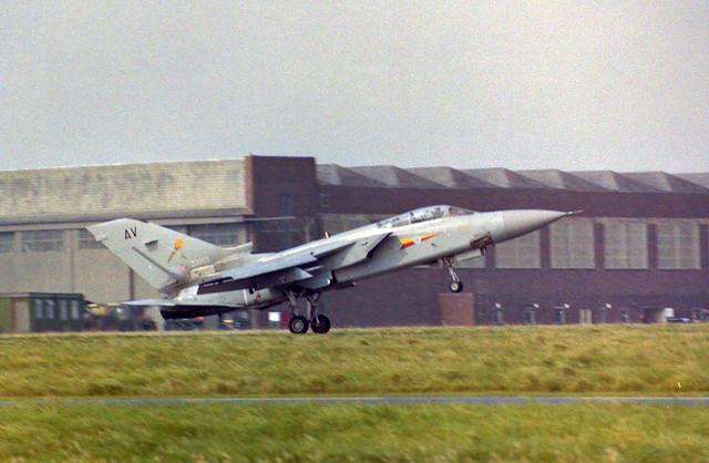 ZD905/AV Tornado F.2 Arrive