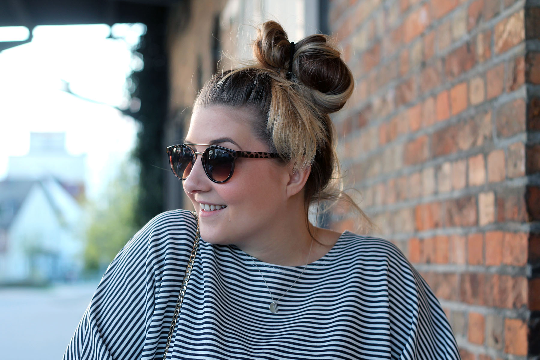 outfit-modeblog-fashionblog-sonnenbrille-dutt-haare-inspiration