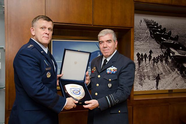 Συνάντηση Αρχηγού ΓΕΑ με τον Διοικητή της USAFE & AFAFRICA και Διοικητή των Συμμαχικών Αεροπορικών Δυνάμεων του ΝΑΤΟ