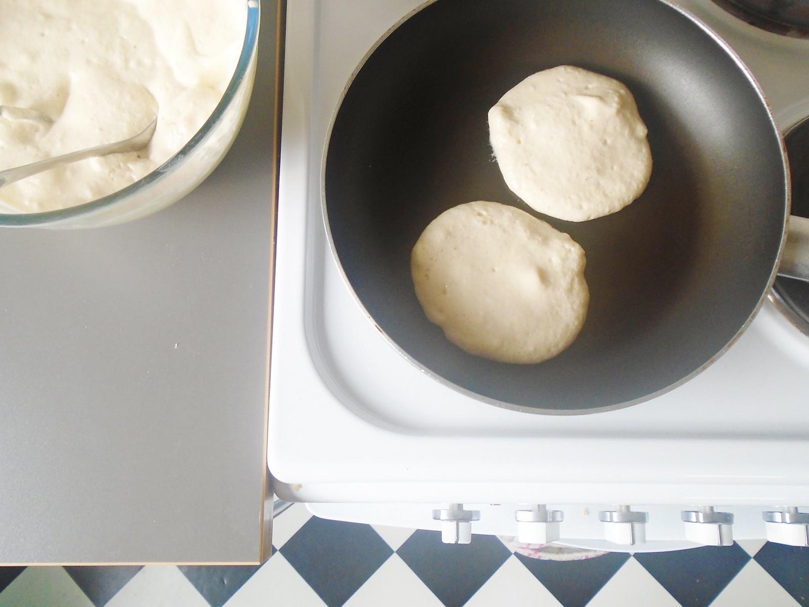 woolapple cooking pancakes