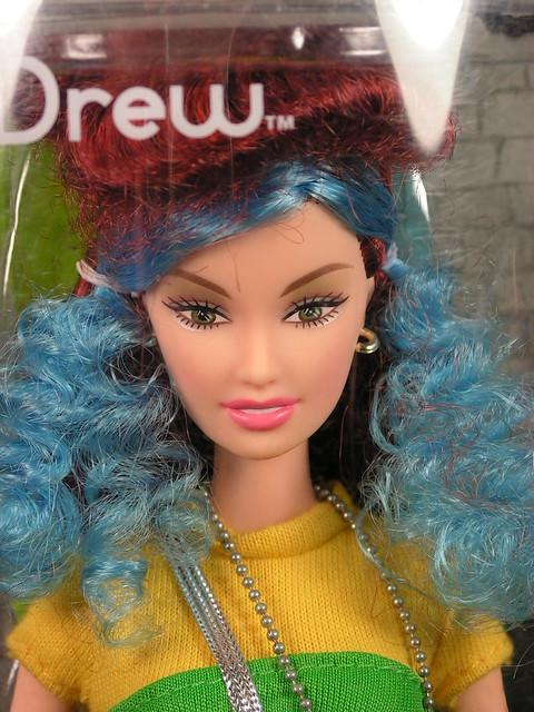 2004 Barbie Fashion Fever Drew G9010 (1)