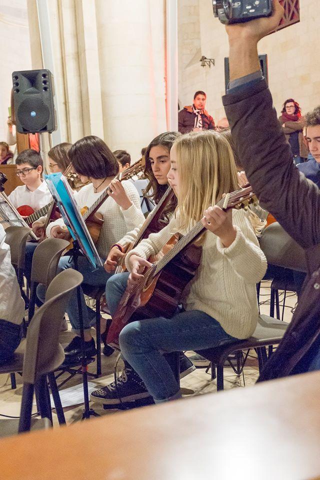 Conversano- gli alunni della carelli forlaji in concerto in catedrale (8)
