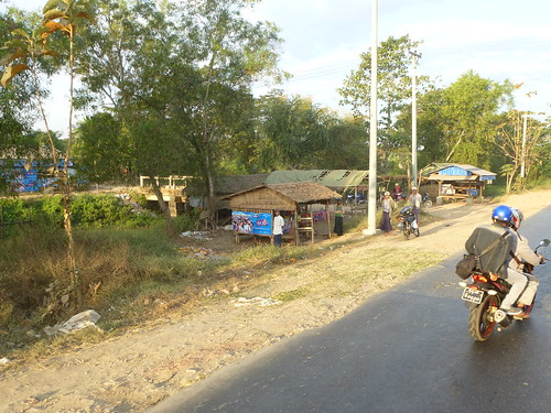 M 16-Yangon-Pathein-bus (11)