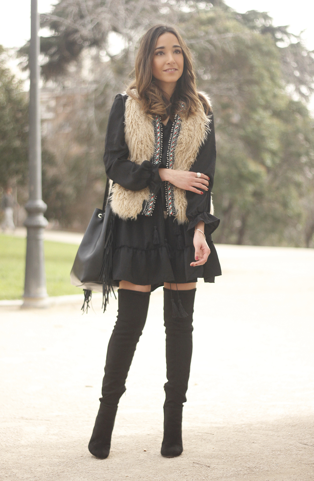 black boho dress fur vest over the knee boots fashion outfit14