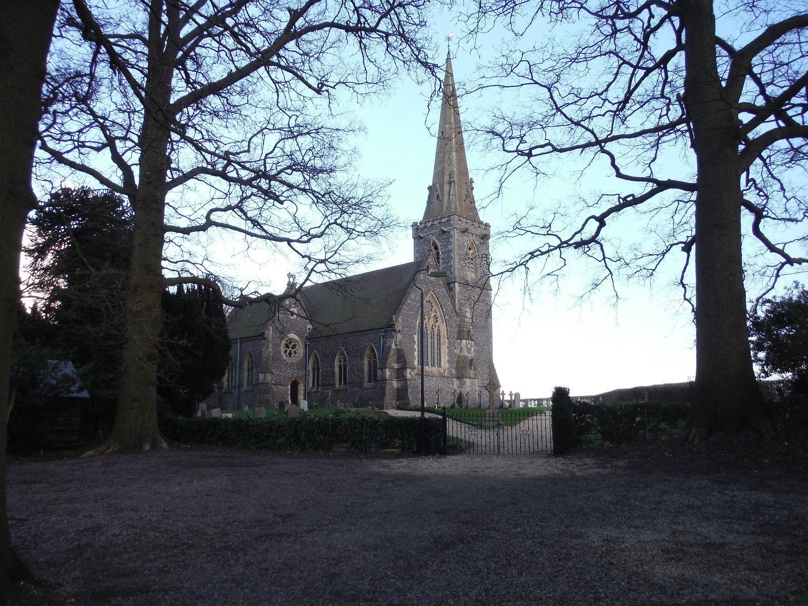 St. Matthew's, Midgham SWC Walk 117 Aldermaston to Woolhampton (via Stanford Dingley)